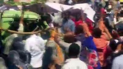 - Sudan'da protestolar bakanlık önünde sürüyor - Polisten biber gazlı müdahale