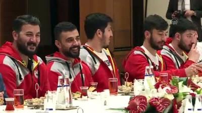 yerel yonetimler - Oktay, şampiyon hentbolcuları kabul etti - ANKARA