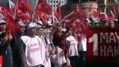 HAK- İŞ sendikası Taksim'deki Cumhuriyet Anıtı'na çelenk bıraktı