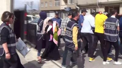 Hatay'da fuhuş çetesine darbe:İş vaadiyle kadınlara fuhuş yaptıran 2'si kadın 19 kişi gözaltına alındı