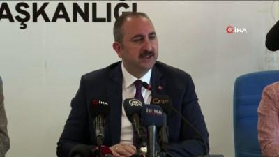 Adalet Bakanı Gül: 'YSK üyelerini hedef gösterecek şekilde bir itibar cellatlığına dönüştüremezsiniz. Ahlaki sorumsuzluk örneğidir. Bu asla kabul edilemez'
