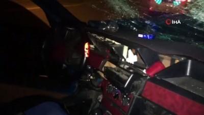 aydinlatma diregi -  Başkent'te sertifikalı sürücü direğe çarptı: 2 yaralı