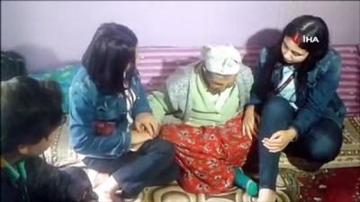gorme engelli -  Para ve erzakları çalınan yaşlı kadın kendine yardım eden öğrencilere ağlayarak sarıldı