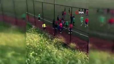 U 19 maçında tekme ve yumruklar havada uçtu