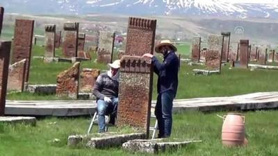 Selçuklu Meydan Mezarlığı'nda kazı çalışmaları başladı - BİTLİS