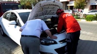 Burhaniye'de otomobilin motoruna giren yavru kediyi itfaiye kurtardı