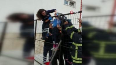 korkuluk -  Eli demir korkuluklara sıkışan çocuğu kurtarma operasyonu