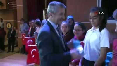 Başarılı ilkokul öğrencilerine kol saati hediyesi