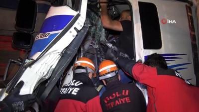 Bolu TEM Otoyolunda 2 kamyon çarpıştı: 1 yaralı