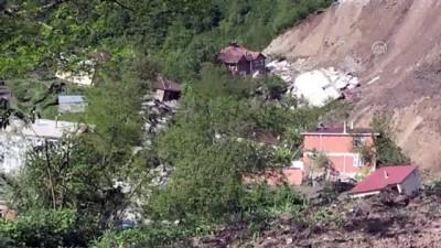 Ordu'da heyelanlı bölgedeki 15 ev yıkıldı (1)