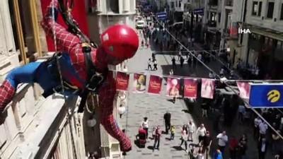sinema filmi -  Örümcek adamların İstiklal Caddesindeki gösterisi ilgiyle izlendi