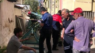 Denizli'de boya iskelesi çöktü: 2 yaralı