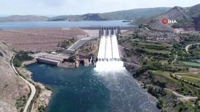 sahit -  Keban Barajı'nda 15 yıl sonra ilk, savaklar açıldı