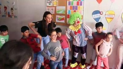 baglama -  Üniversitelilerden Türkmen yetimlere drama eğitimi