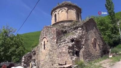 bulduk -  Artvin'de bin 100 yıllık kilisenin önüne yapılmak istenen tuvalet tartışma konusu oldu