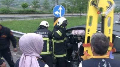 Otomobiller kavşakta çarpıştı, araçta sıkışan yaralıyı itfaiye ekipleri kurtardı