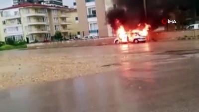 yangina mudahale -  Afyonkarahisar'da otomobil böyle alev alev yandı