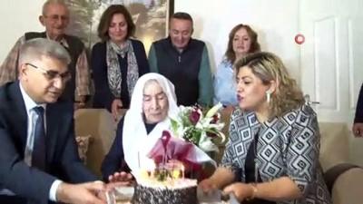 Asırlık Nazire Nine 100. yaş pastasını Vali Gürel ile birlikte kesti