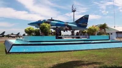 Fransız savaş uçakları Endonezya'ya acil iniş yaptı - BANDA ACEH