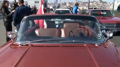 klasik otomobil -  Galata Köprüsü'nde 100 klasik otomobil ile 100. yıl konvoyu...Renkli görüntülerin oluştuğu etkinlik havadan görüntülendi