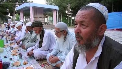 iftar sofrasi - HUZUR VE BEREKET AYI RAMAZAN - Özbek Türkleri asırlık iftar geleneğini yaşatıyor - ŞANLIURFA
