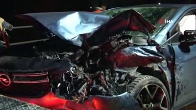(İSTTANBUL Cip ile otomobil kafa kafaya çarpıştı, 1'i çocuk 4 yaralı