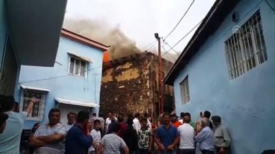 polis ekipleri - Manisa'da tarihi konak yandı