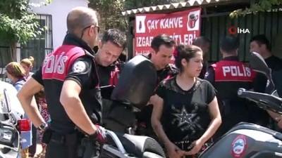 Polisi görünce üzerindeki uyuşturucuları kızının kucağına atıp kaçtı
