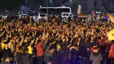 forma -  Sivas'ta şampiyonluk kutlamalarında gergin anlar