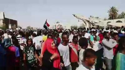 Sudan'daki gösteriler - HARTUM