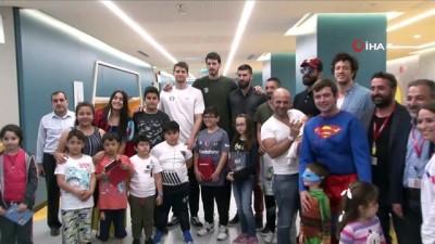 forma -  Basketbolculardan çocuk hastalara anlamlı ziyaret