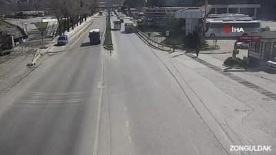Ciple yolcu minibüsünün karıştığı feci kaza kamerada: 2 yaralı