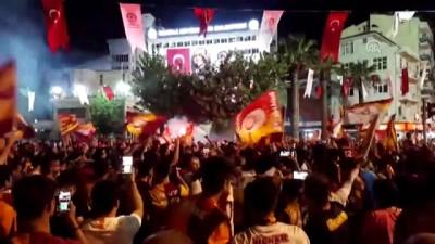 Denizli'de taşkınlık yapan taraftar grubuna polis müdahale etti - DENİZLİ