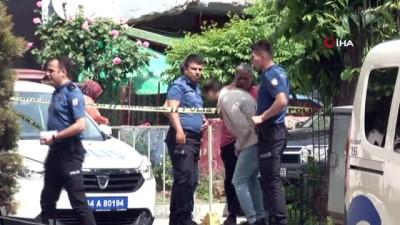 polis ekipleri -  Fatih'te kuyumcu kuryelerine silahlı gasp..4 kilo altını gasp eden şahıslar kayıplara karıştı