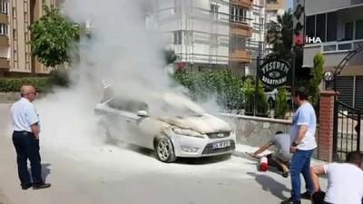 polis ekipleri -  Park halindeki otomobil alev alev böyle yandı
