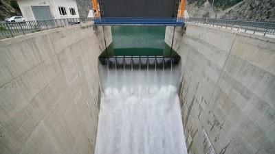 Deriner Barajı'nda dolusavaklardan su bırakıldı - ARTVİN