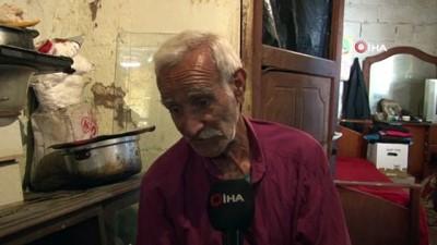 Derme, çatma bir evde yaşayan 63 yaşındaki Hasan Demirci, evinin tadilatı için yardım bekliyor