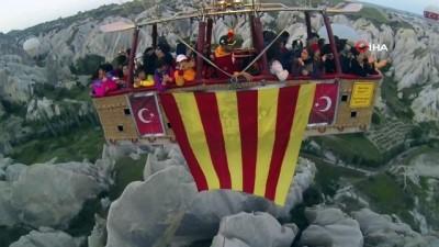 Galatasaray'ın şampiyonluğunu gökyüzünde kutladılar