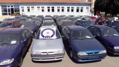 Kaçak otomobil çetesine operasyon: 5'i polis 21 kişi gözaltında