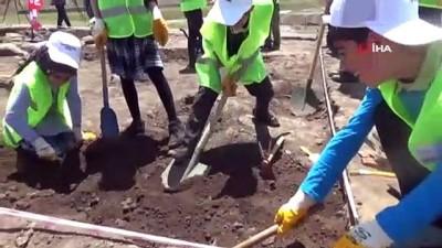 Öğrenciler arkeolojik kazıya katıldı