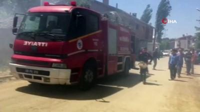 Tekirdağ'da boş binadan sıçrayan yangın evi kullanılamaz hale getirdi
