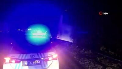 TEM'de otomobille çarpışan otobüsü devrilmesini bariyerler önledi