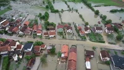 saganak yagis - Video | Bosna'da sağanak yağış: Ev ve iş yerlerini su bastı, vatandaşlar geceyi dışarıda geçirdi