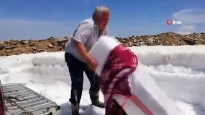 kar yagisi -  2 bin 157 metrede ekmeğini kardan çıkartıyor
