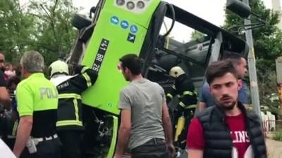 Belediye otobüsü devrildi - KOCAELİ