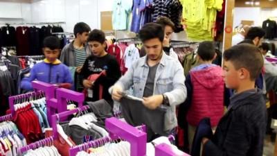 yardim kampanyasi -  Gönüllü gençlerden ihtiyaçlı çocuklara bayramlık hediyesi