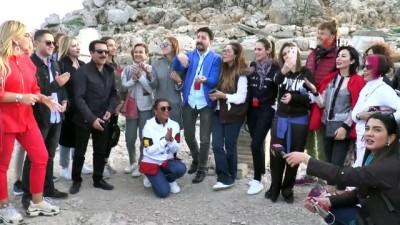 Gün batımında konser keyfi... Nemrut Dağı ünlüleri ağırladı