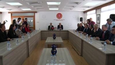 KKTC'de yeni kabine listesi Cumhurbaşkanı Akıncı'ya sunuldu - LEFKOŞA