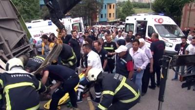 basin mensuplari -  Kocaeli'de devrilen halk otobüsünün altında kalan yaralıyı itfaiye kurtardı