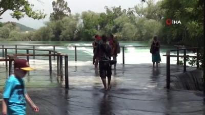 hatira fotografi -  Manavgat şelalesinde su seviyesi yükseldi, turist bayram etti